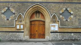 Upozornenie na zmenu nedeľných večerných svätých omší